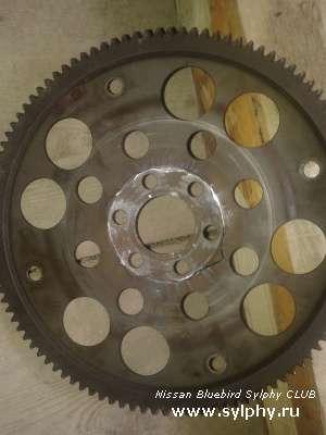 Клацание или звон или стук в двигателе или коробке