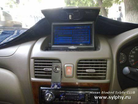 Установка телевизора в бардачок Nissan Bluebird Sylphy